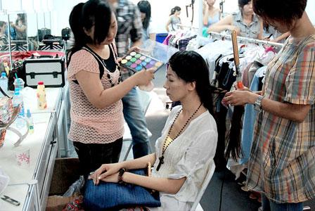 参加香港国际服装节